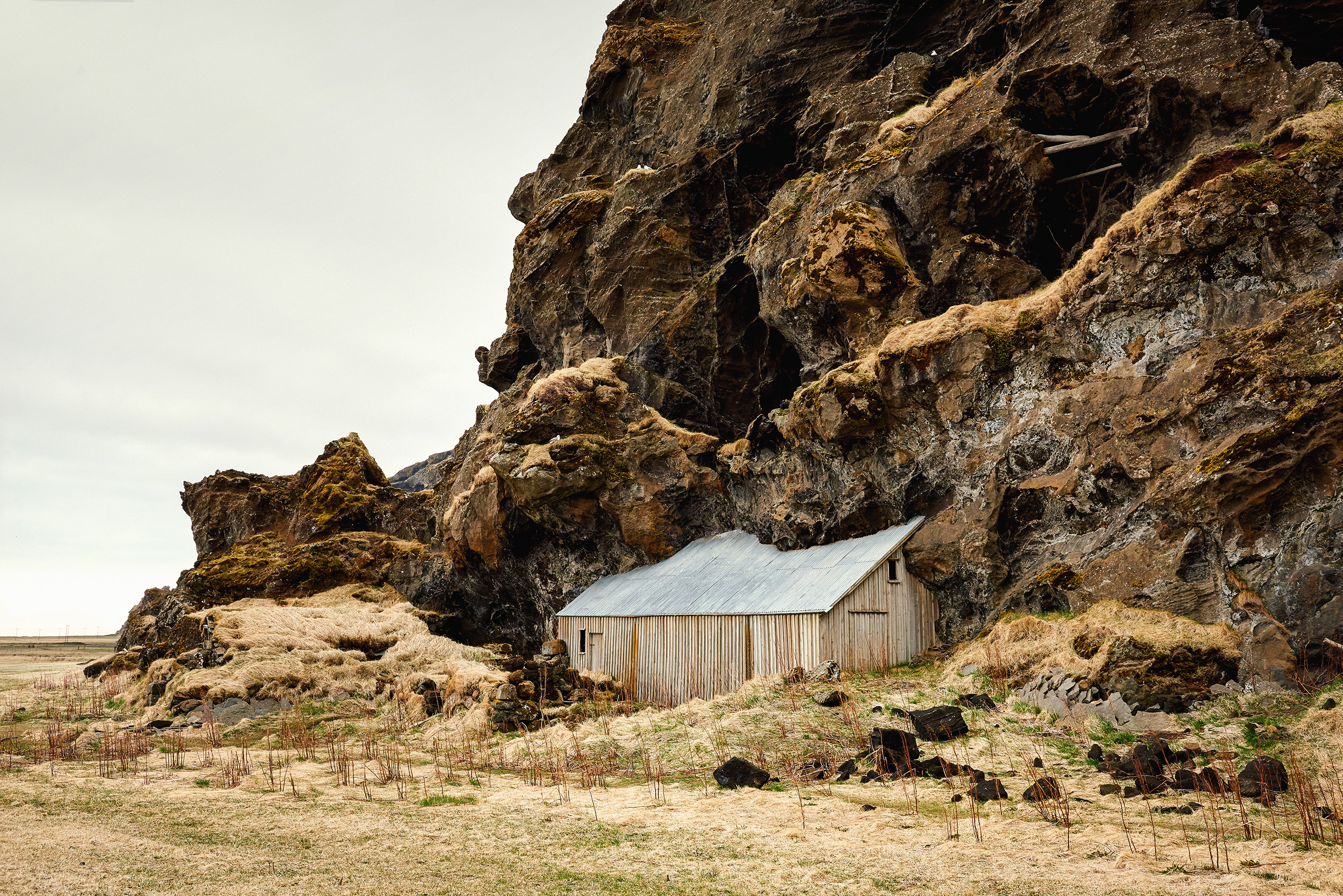Iceland-CliffShed